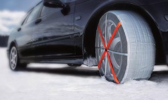 sneeuwsokken autosock snowsock chaussette pneu autocenter de rudder pneus jantes plus pour. Black Bedroom Furniture Sets. Home Design Ideas